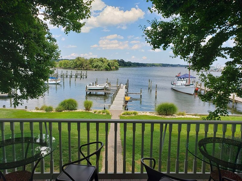 Waterfront Charleston Colonial, holiday rental in Calvert County