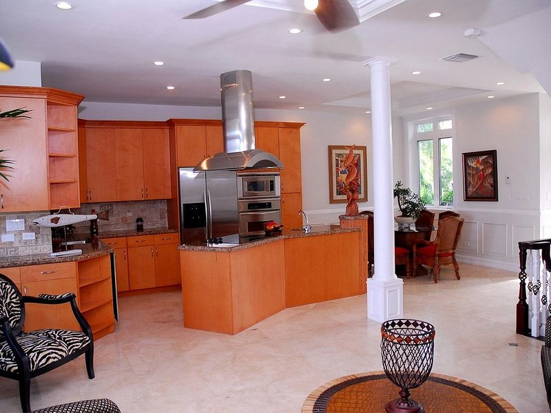 Hidden Hills. A exclusive community with panaramic views, holiday rental in Coral Harbour