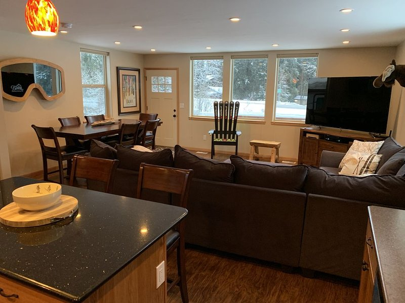 New 3 Bedroom, 2 Bath Girdwood Home with Firepit and BBQ, holiday rental in Girdwood