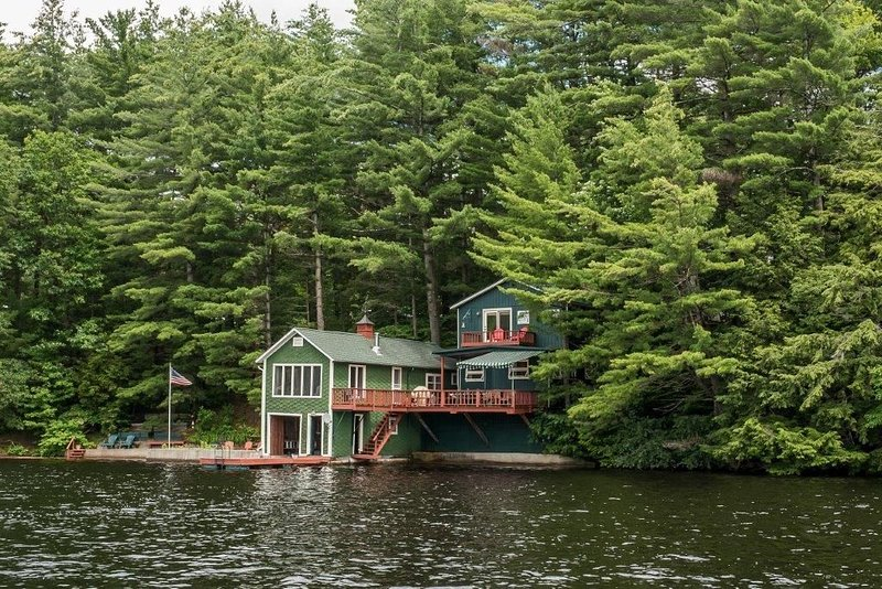 Sunset Lodge: A Waterfront Lodge, Boathouse and Dock, Colton, NY, holiday rental in Hermon