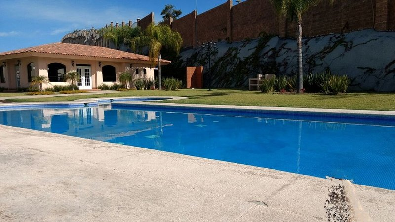 House in gated community near Guadalajara & Lake Chapala, holiday rental in Tlajomulco de Zuniga