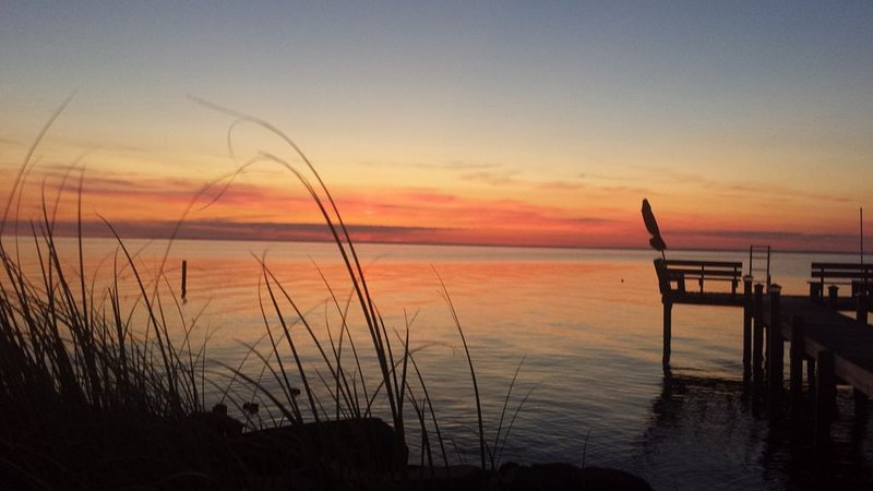 'Sunset on the Sound' : 3 Bedroom Water View House, holiday rental in Edenton