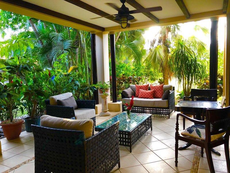 Hermosa Haven situated within the Beautiful Hermosa Palms Ocean Front Community, alquiler de vacaciones en Quebrada Amarilla