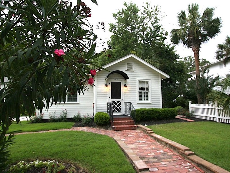 Historic Bonny Cottage in downtown Beaufort SC, vacation rental in Lady's Island