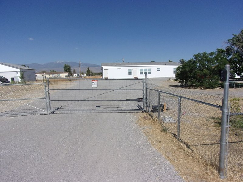 $89/night for 2 people, plus $20/night for each additional person, Ferienwohnung in Pahrump