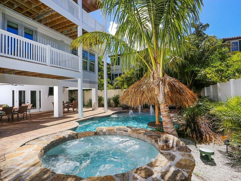 6 bed 6.5 bath Heated Pool & Spa Walk to the beach & shops FREE WiFi Pingpong ta, holiday rental in Holmes Beach