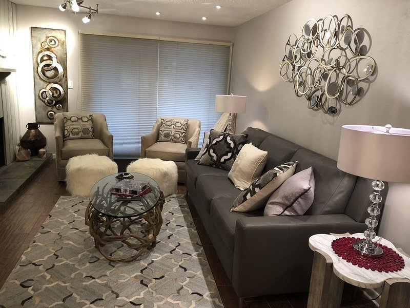 PERFECTLY LOCATED ASPEN CONDO! Walking distance to everything in Aspen!, holiday rental in Aspen
