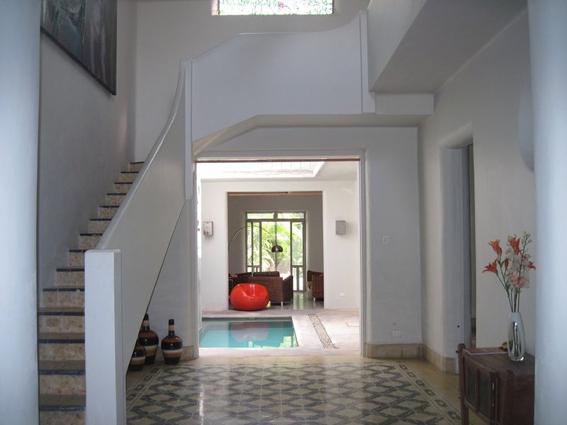 ART-DECO HOLIDAY OASIS WITH POOL IN THE HISTORICAL CENTRO OF MERIDA - LOCATION!, vacation rental in Merida