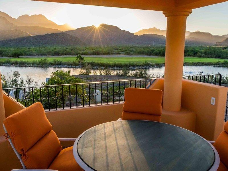 Marvellous Mountain & lake view, 3BR & 3 BA. Bikes available for guest, aluguéis de temporada em Loreto