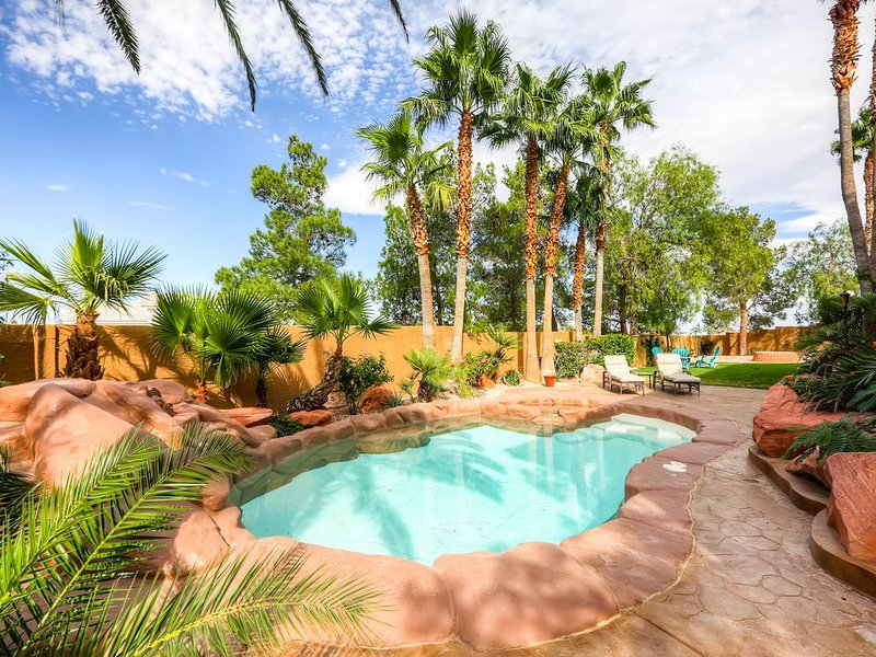 5 STAR ⭐️⭐️⭐️⭐️⭐️ STUNNING PRIVATE LV ESTATE!, vacation rental in Las Vegas