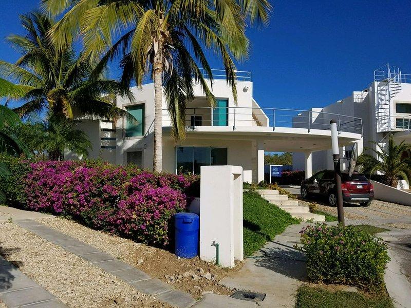5BR. 4BATH, SLEEPS 10-12 GATED COMMUNITY., holiday rental in Los Cabos