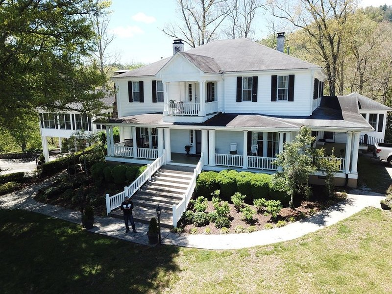 Historic bed and breakfast located in the beautiful North Georgia mountains, vacation rental in Dillard