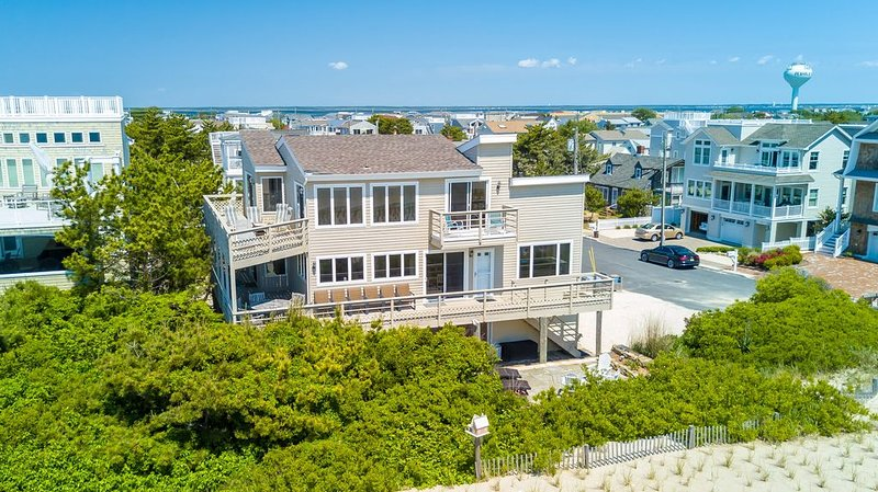 Oceanfront! Nearly 100ft of Oceanfront living. Views Galore! Beach Haven Park, vacation rental in Beach Haven