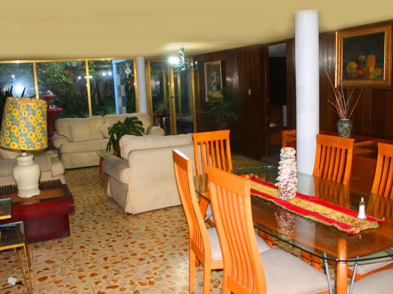 House in Lindavista with Excellent Location!, holiday rental in Ecatepec