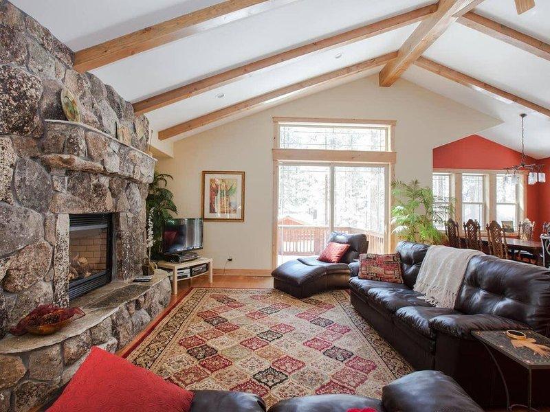 Luxury Custom Built Home near Lake, Heavenly, Casinos, Shopping!, vacation rental in South Lake Tahoe