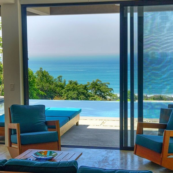 The Rock House : Stunning Ocean View Luxury Home with Private Infinity Pool, aluguéis de temporada em Mal Pais
