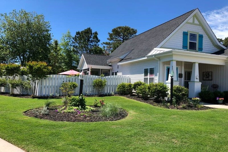 Beautiful SafeHarbor Cottage, holiday rental in Southport