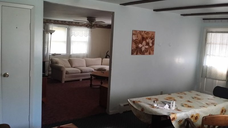 1 Bed, 1st floor, furnished, includes utilities, TV+internet, vacation rental in Petersburg