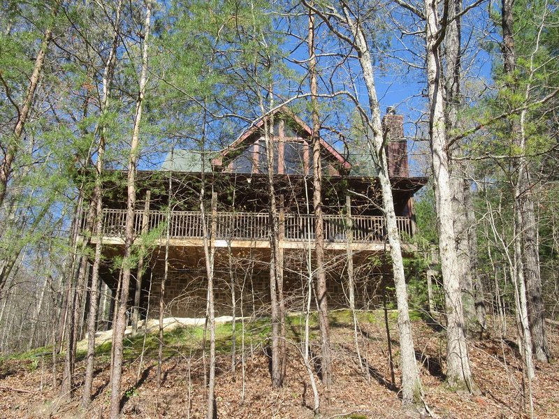 Smoky Mountain Woods Retreat /  Wears Valley/ Pigeon Forge. 2BR 2BA, holiday rental in Wears Valley