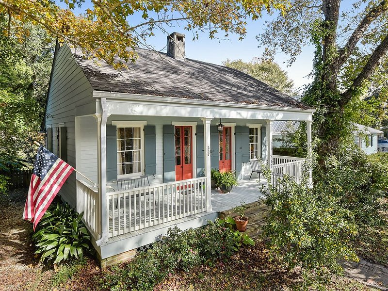 Fabulous Cottage-Walk to Beach Snowbirds Welcome Contact for Long Term Rates, casa vacanza a Bay Saint Louis