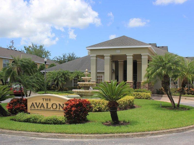 NEW! Amazing main floor resort style condo at Avalon, alquiler de vacaciones en Belleair