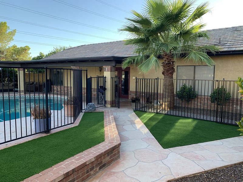 Beautiful Guest Cottage within close proximity to Baseball and Restaurants, vacation rental in Glendale