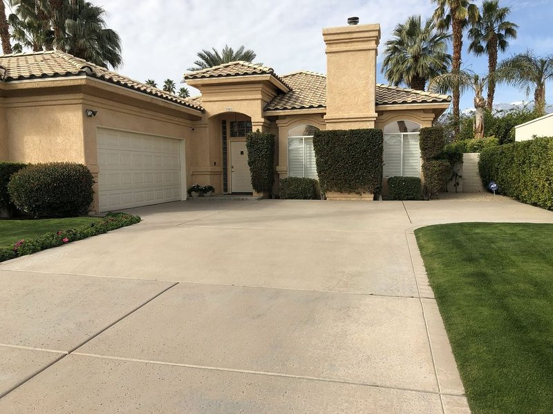 Luxury Villa Style living at its finest with putting green, and outdoor oasis!, holiday rental in Rancho Mirage
