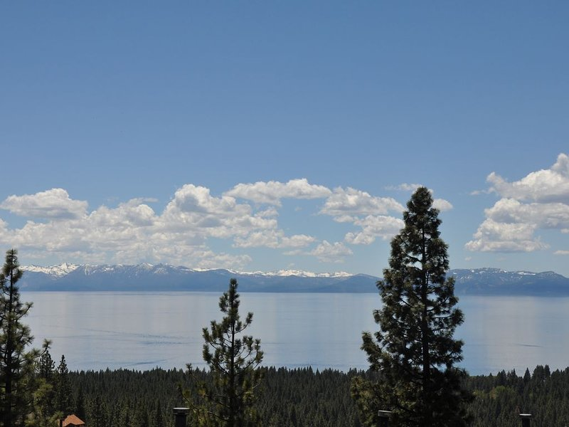Cozy, spacious house with LAKE VIEW from ALL rooms, holiday rental in Carson City