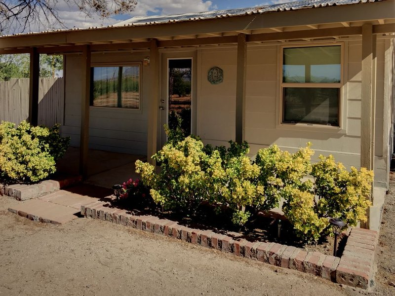 Guest House, private fenced backyard, holiday rental in Dragoon