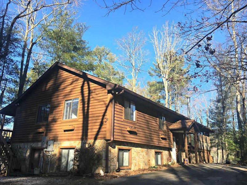 Lake Retreat for up to 16 guests!, casa vacanza a Long Creek
