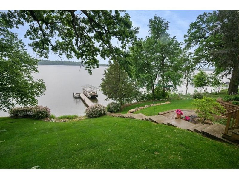 Beautiful lake home - Up North look with an Upscale Feel., holiday rental in Waite Park