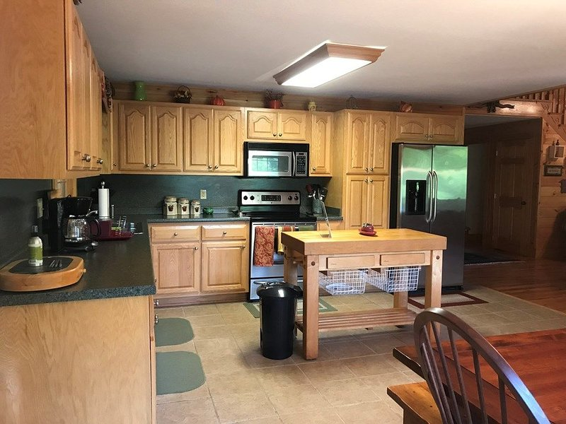 New Rental in the Great Smoky Mountains!, alquiler de vacaciones en Robbinsville