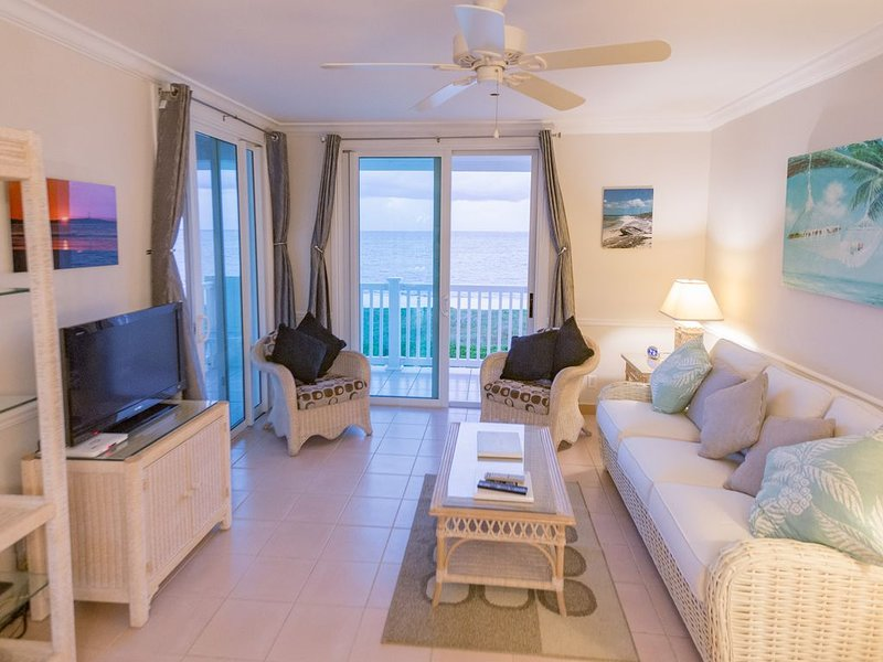 Sea Breeze–Direct Ocean Front Penthouse-Turquoise Water-Tranquil Northwest Point, holiday rental in Turtle Cove