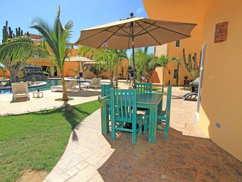 Ground floor, 2 Beautiful Swimming Pools, few hundred steps to Cerritos Beach, aluguéis de temporada em Playa Cerritos