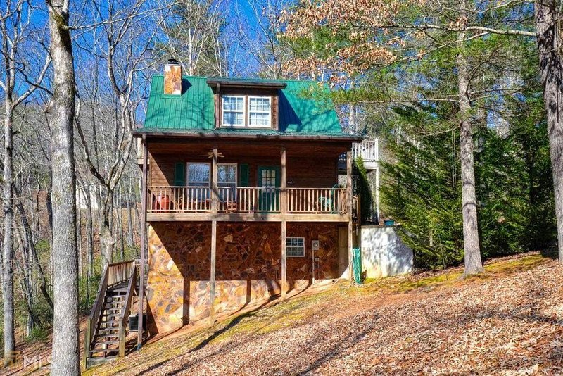 Amazing Quaint Cabin tucked away in the North Georgia Mountains, holiday rental in Clayton