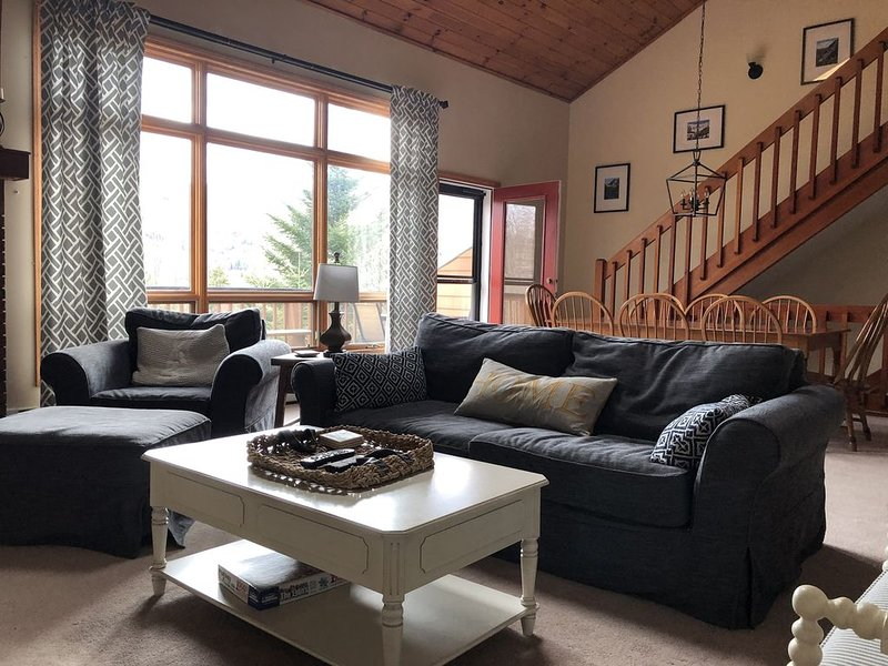 Family friendly 4BR Bretton Woods - Avail New Years Eve - Check out our reviews!, holiday rental in Whitefield