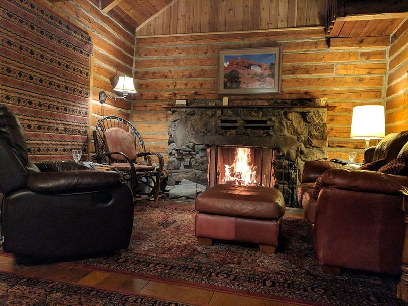 M-4 Cabin - Accommodates up to 6. $235/night, location de vacances à La Sal