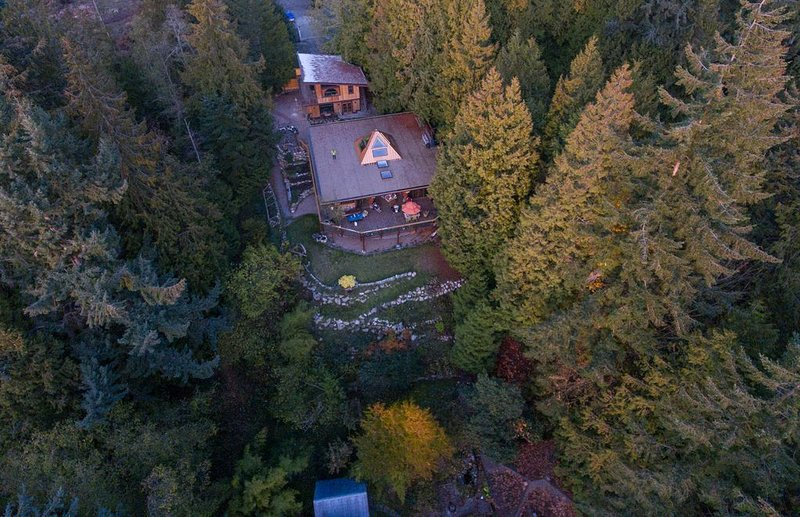Cozy Upscale Getaway - Fantastic Location, vakantiewoning in Roberts Creek