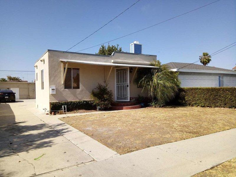 1B. DTLA, Santa Monica Redondo Beach, LAX, Free WiFi 1 Parking Spot, holiday rental in Lawndale