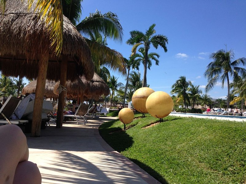 Suite at The Bliss, Riviera Maya: pools, private beach, entertainment, dining, holiday rental in El Hijo Prodigo