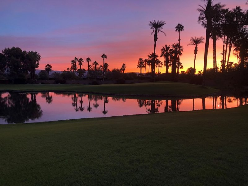 Serene Desert, Golf, and Pool Getaway. See video tour in photos (3rd photo)., holiday rental in Rancho Mirage