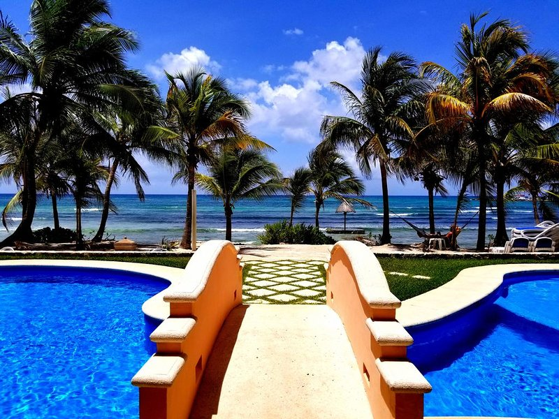 HUGE PRICE DROP Beachfront Complex,1 Bd 1 Ba, Sleeps Up To 4, Awesome Pools, alquiler de vacaciones en Puerto Aventuras