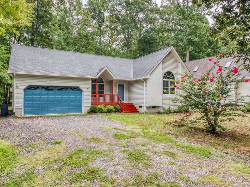 Spacious home w/ shared pool and tennis court! Great home for families!, holiday rental in Ocean Pines