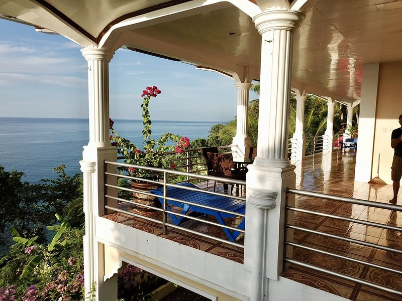 Very Beautifully Seafront Villa Mansion , exceptional Views near Basay-Bayawan, alquiler vacacional en Negros Oriental