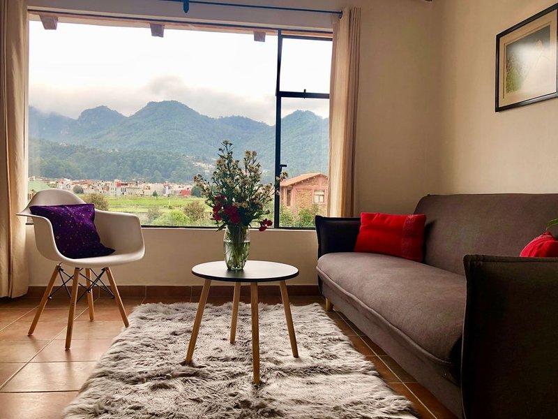Cozy apartment with an amazing view of the mountains, alquiler de vacaciones en San Cristóbal de las Casas