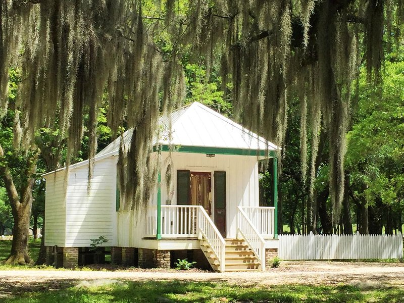 Marguerite Creole Country Cottage, holiday rental in Saint Rose