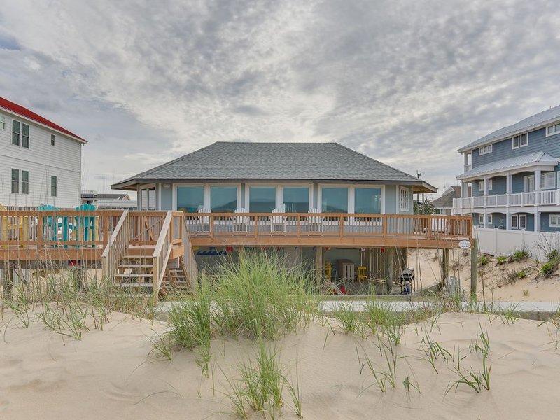 Tropical Paradise with panoramic ocean views right on the beach! Sleeps 12, alquiler de vacaciones en Virginia Beach