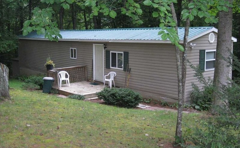 Very Nice - Convenience to Asheville and Blue Ridge Parkway, holiday rental in Weaverville