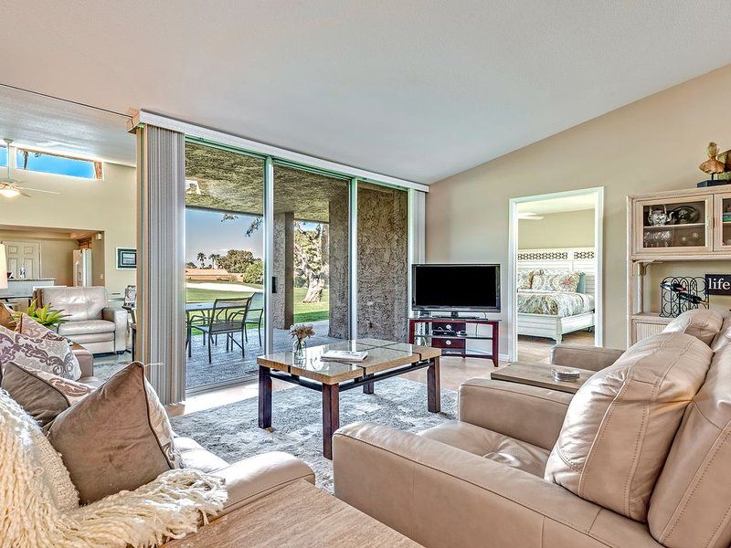 Very Clean and Newly Remolded Home - On The Golf Course, alquiler vacacional en Palm Desert