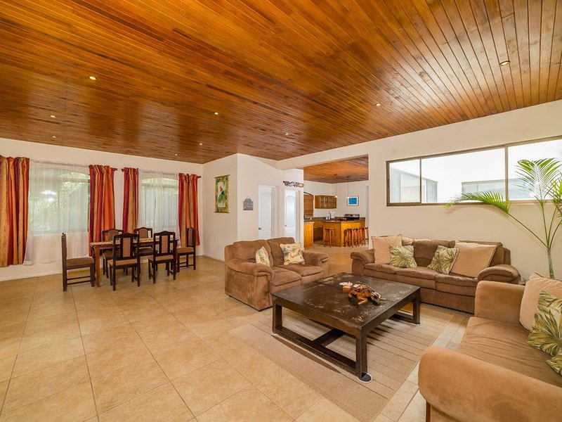 Luxury Penthouse at Affordable Prices Close to the Beach, Ferienwohnung in Tamarindo